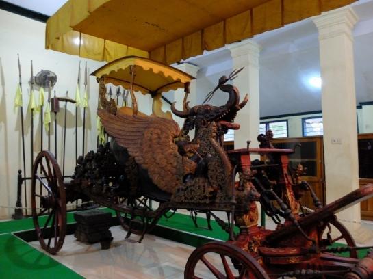 083115 Lukisan Prabu Siliwangi Bisa 'Melirik' di Keraton Cirebon3