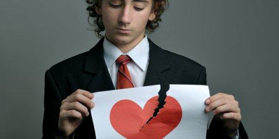 Alasan psikologis kenapa beberapa orang hobi permainkan cinta