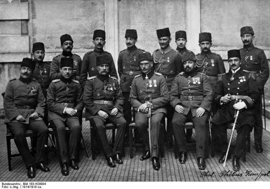 Liman von Sanders mit türkischen Offizieren