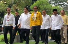 Kenakan Jaket Kuning, Jokowi Hadiri Buka Puasa Bersama KaderGolkar