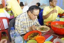 Akbar Tandjung Dan Nurdin Halid Santap Kapurung Di LesehanMappanyampa
